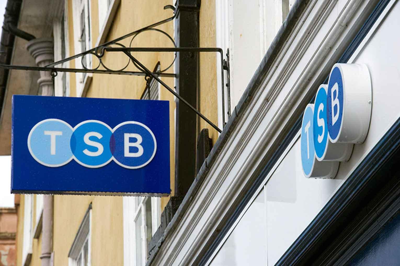 ¿TSB tiene gafe? El banco cerrará 82 oficinas y echará a 400 empleados en 2020