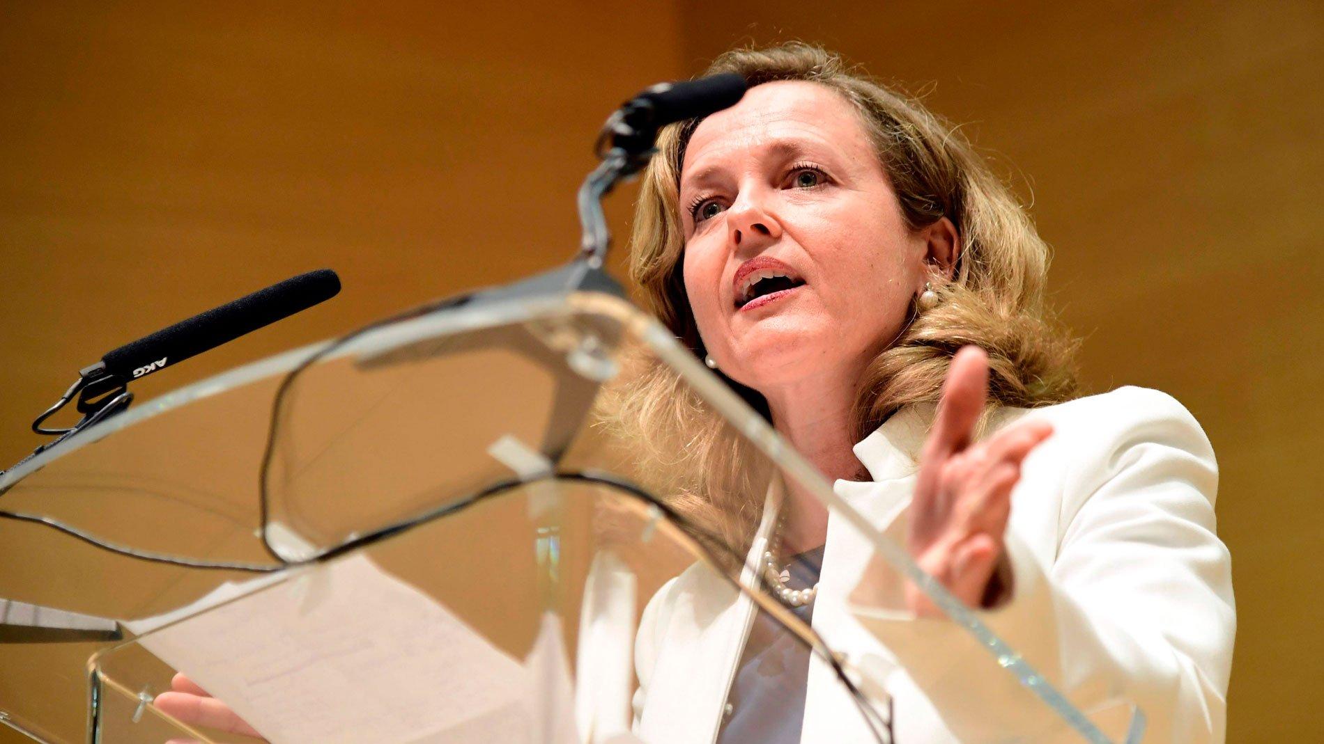La señora Calviño, esa ministra que no manda Nadia (John Müller, dixit) está dedicada a su transposición a la regulación española mediante la oportuna norma