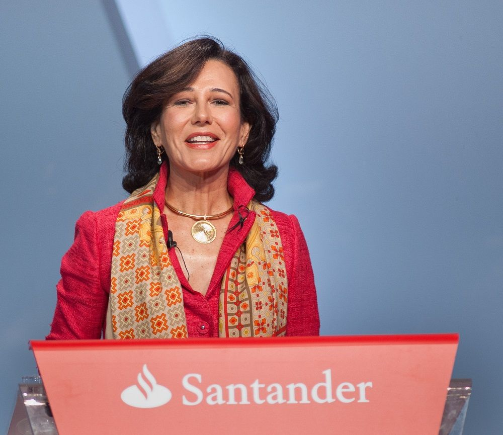 """Junta Santander. Un accionista a Botín: """"Ha entrado usted como un elefante en una cacharrería"""""""