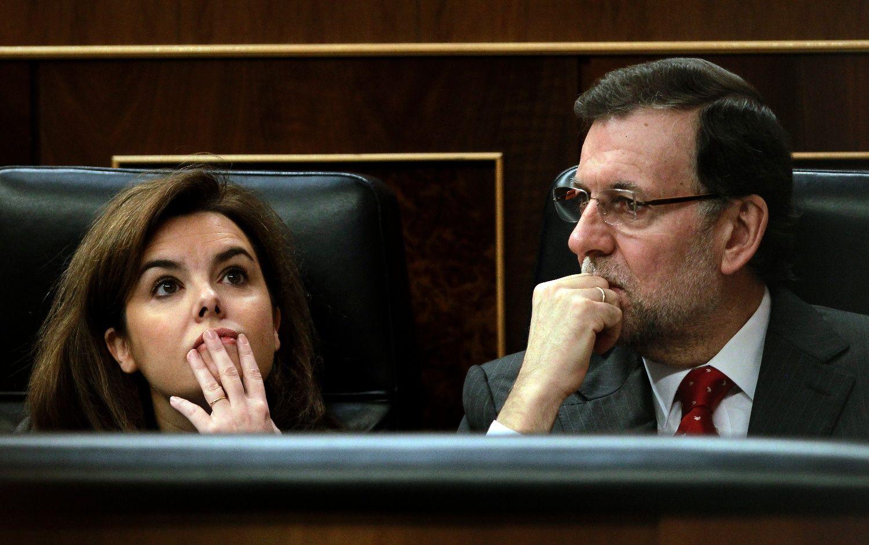 Rajoy gafado, Soraya de canto: la ridiculez de la pareja que gobierna España