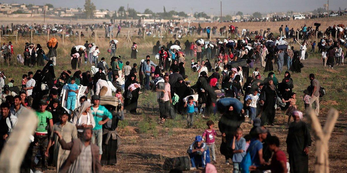 Las migraciones, como el ébola: ayudar en origen