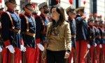 Margarita Robles pasando revista a las tropas