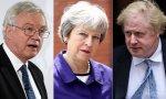 Davis y Johnson, partidarios del Brexit duro, dejan el Gabinete de May, que ahora se decanta por el blando.