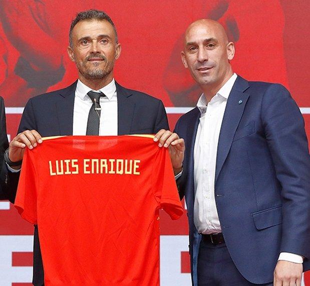 Luis Enrique presume de español ante Luis Rubiales
