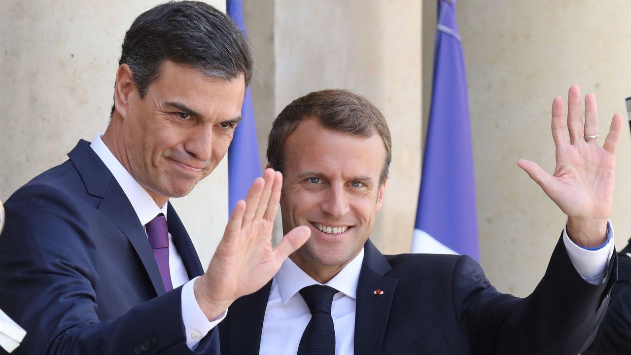 Macron y Sánchez compiten en dimisiones...