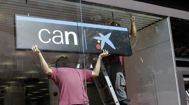 Caixabank mantendrá las marcas de las antiguas cajas, junto a la estrella de Miró