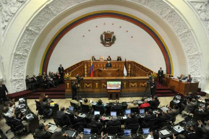 El Congreso se planta ante Maduro y el Gobierno llama a consultas al embajador venezolano