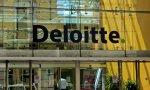 Deloitte saca la cabeza del agua: factura 37.000 millones de euros, un 11,3% más.