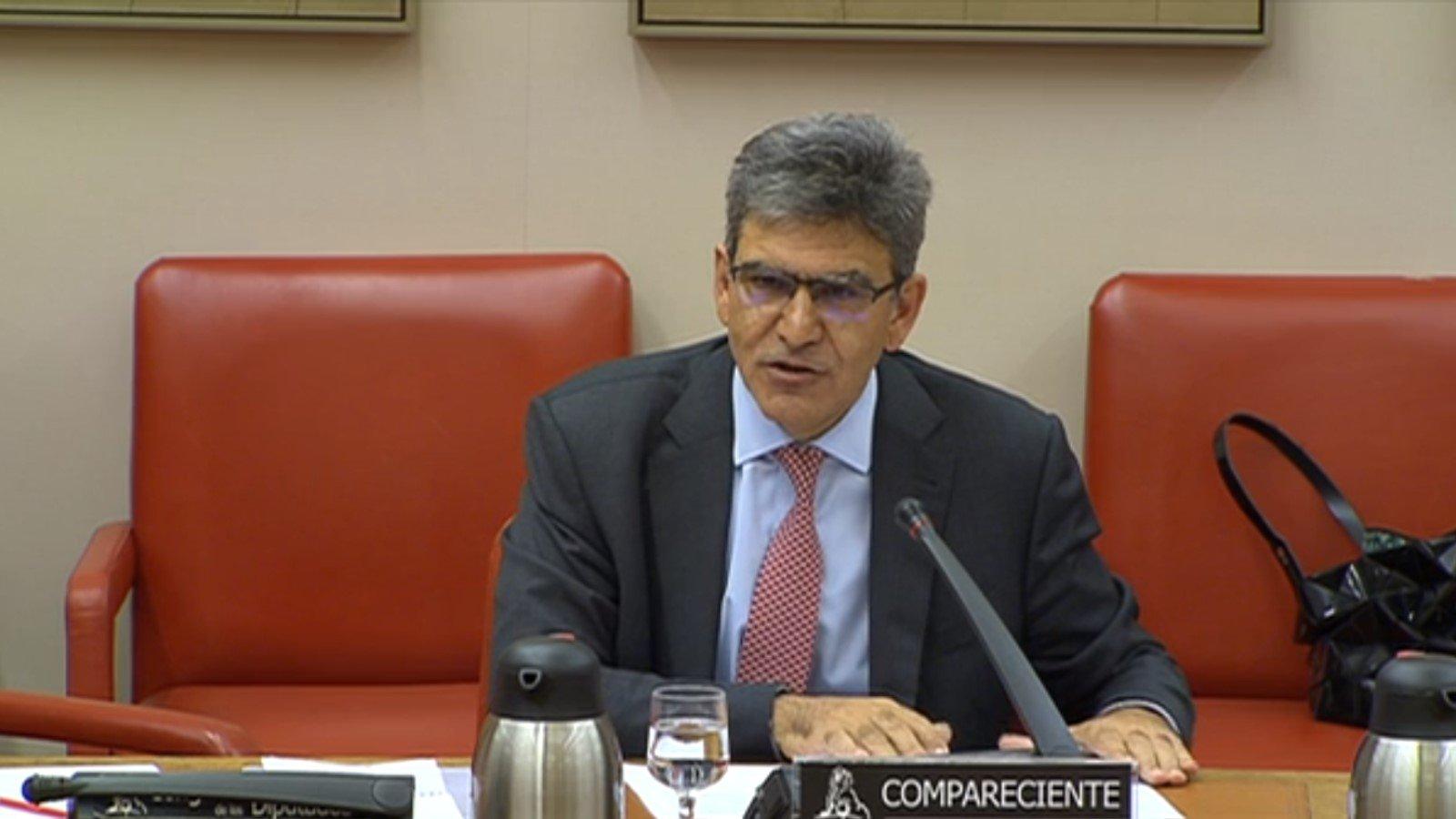 El CEO del Santander, José Antonio Álvarez, aseguró en el Congreso que no se llevará el banco fuera de España.