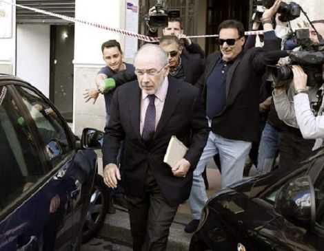El PP, como la UCD: suicida. La infamante persecución a Rato desata el todos contra todos