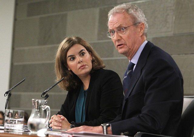 Soraya contra Morenés y Fernández por el control de la información