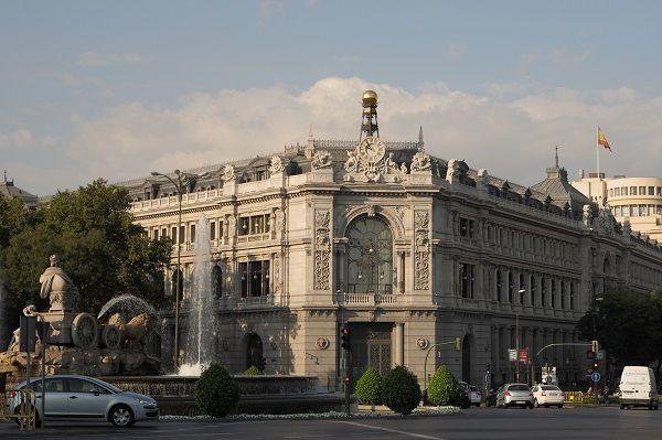 El Banco de España está empeñado en que los bancos despidan todavía a más empleados