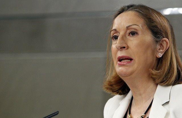 AENA. Lo nunca visto: una ministra, Ana Pastor, alienta el ataque contra un regulador, la CNMC