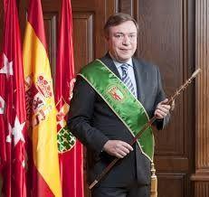 El estilo del PP: Juan Soler, alcalde de Getafe, regala condones a cambio de votos