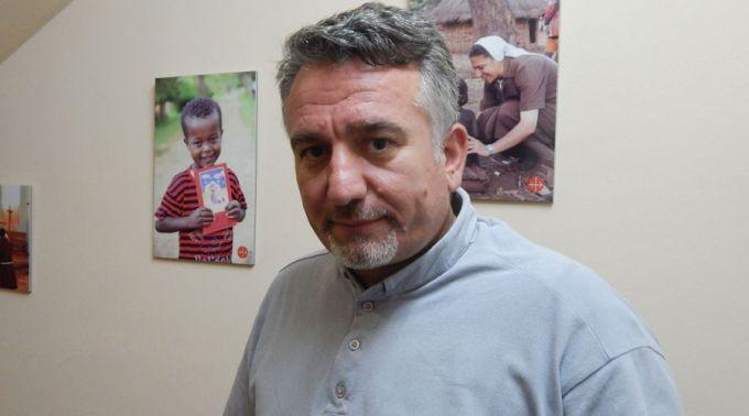 """Douglas Bazi, sacerdote iraquí secuestrado por el EI: """"Me dieron muchos golpes en la cara y en las rodillas con un martillo"""""""