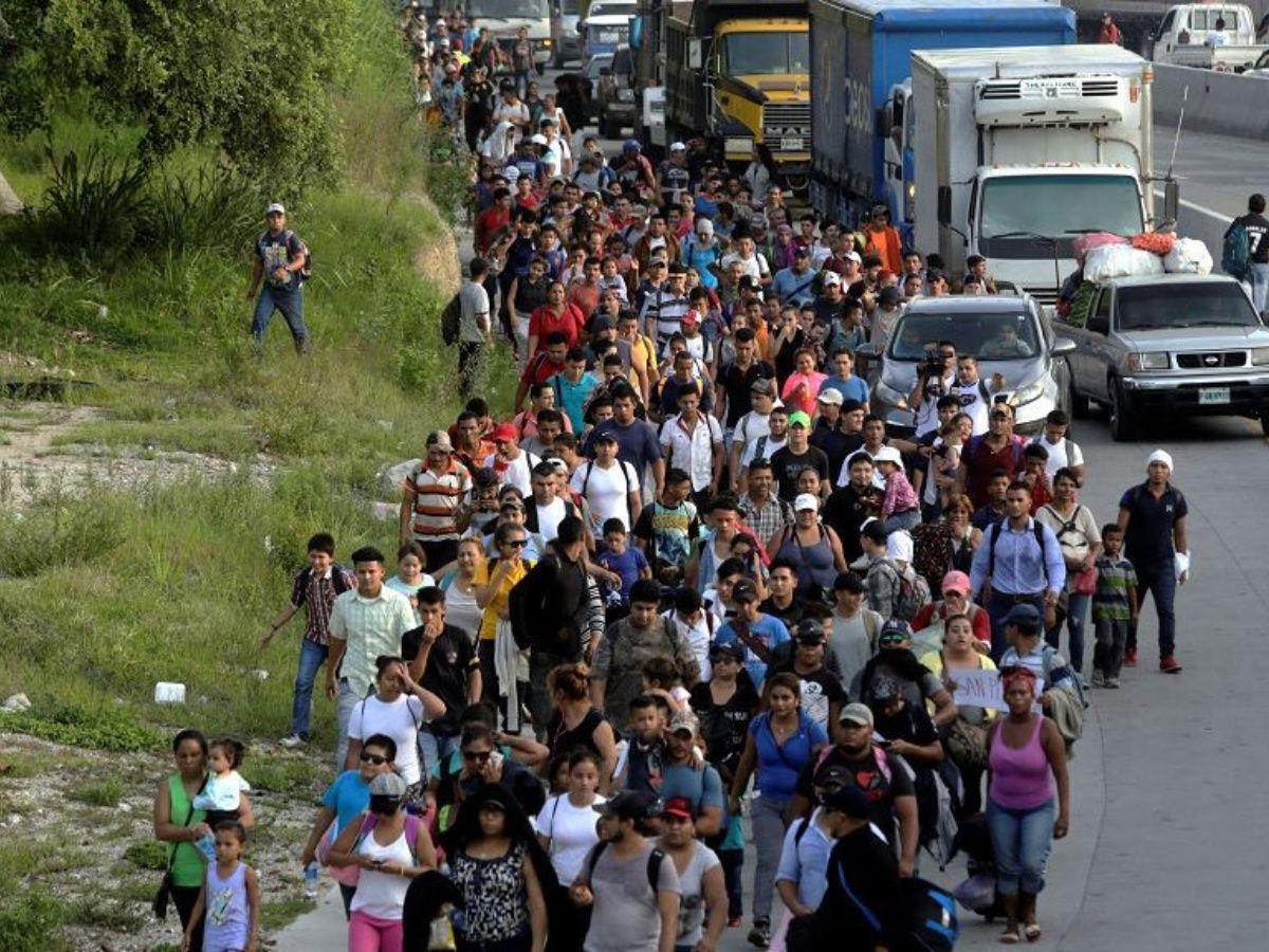 """EEUU: entra en vigor la norma que permite negar la residencia a inmigrantes que puedan ser una """"carga pública"""" en el futuro"""