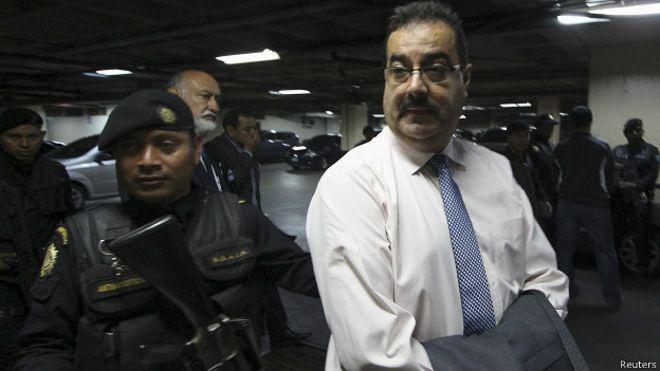 Guatemala, sacudida por la corrupción: arrestado el jefe del banco central, Julio Suárez