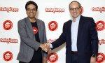 Milind Pant, presidente de Pizza Hut, y Pablo Juantegui, presidente de Telepizza, cuando se formalizó la alianza