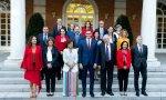 Foto de familia del presidente del Gobierno, Pedro Sánchez, con las ministras y ministros de su Gabinete