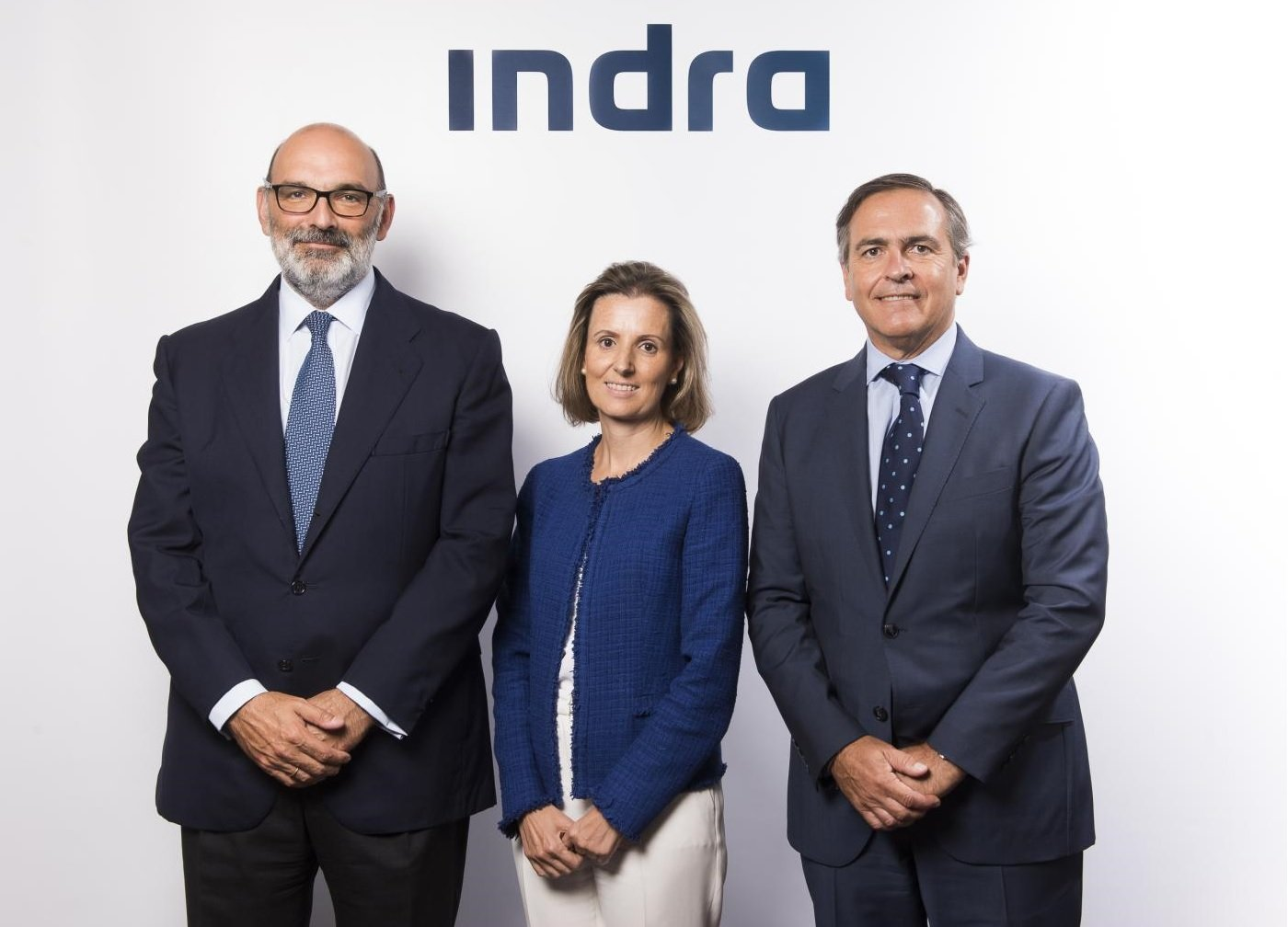 El presidente ejecutivo de Indra, Fernando Abril-Martorell (izquierda), considera que tiene dos 'CEOs': Cristina Ruiz e Ignacio Mataix