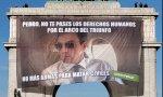 Greenpeace despliega un meme de Sánchez