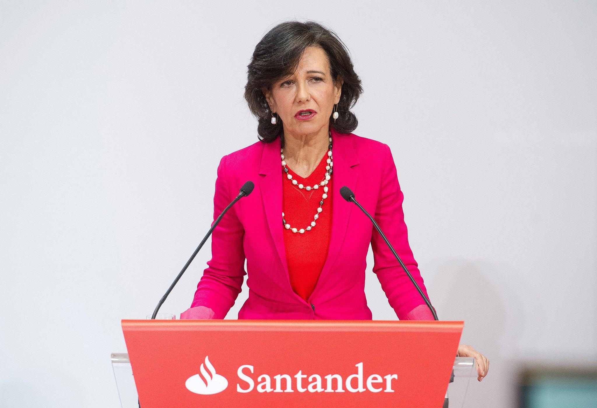 Ana Botín ya controla El País y la SER