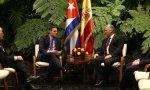 Sánchez en su viaje a Cuba con Miguel Díaz-Canel