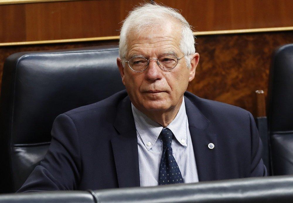 Borrell se queda en Exteriores