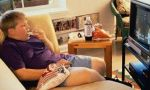 ¿Quiere criar hijos obesos y pasivos? Póngalo frente a la tele