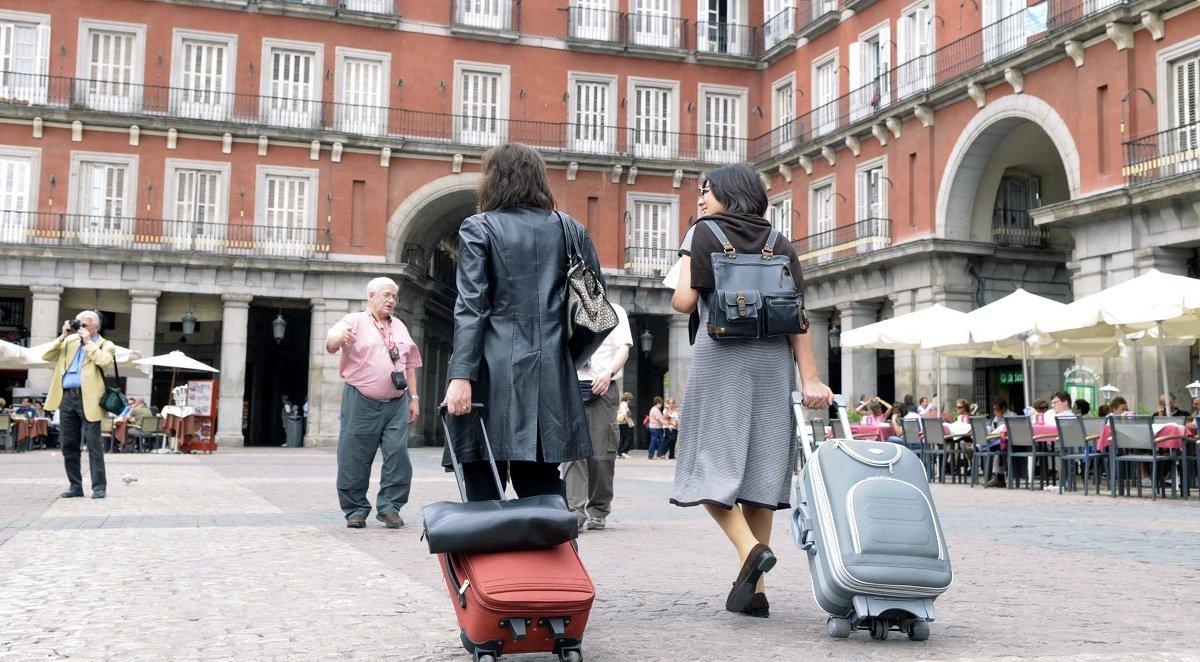 España recibió 4,1 millones de turistas internacionales en enero, un 1,4% menos en tasa anual, aunque gastaron un 2,1% más