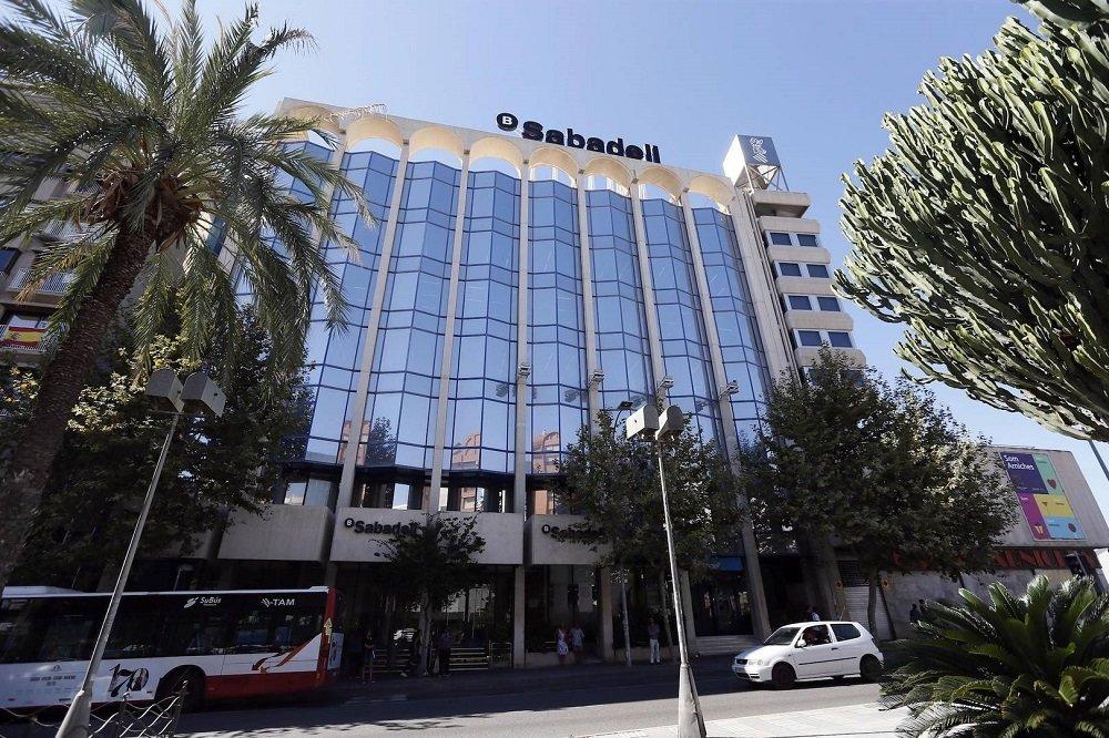 La sede del Banco Sabadell se encuentra en Alicante desde el 5 de octubre de 2017, cuando se marchó de Cataluña