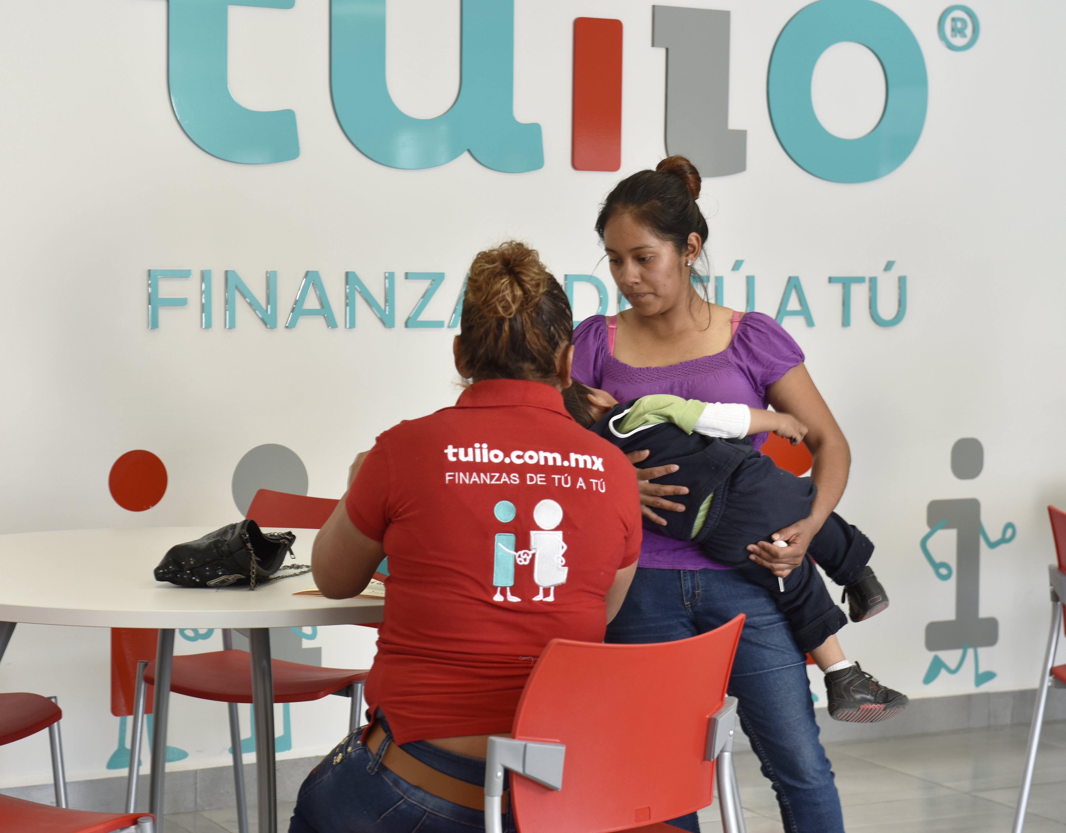 El programa TUIIO es un programa de inclusión financiera que el Banco Santander ha puesto en marcha en México porque 2.000 millones de personas sin acceso a servicios bancarios