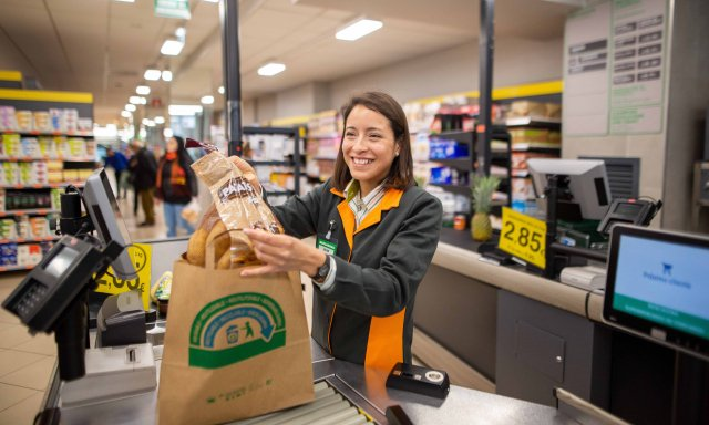 40f04bd7b Los clientes podrán elegir entre tres posibles bolsas para realizar la  compra