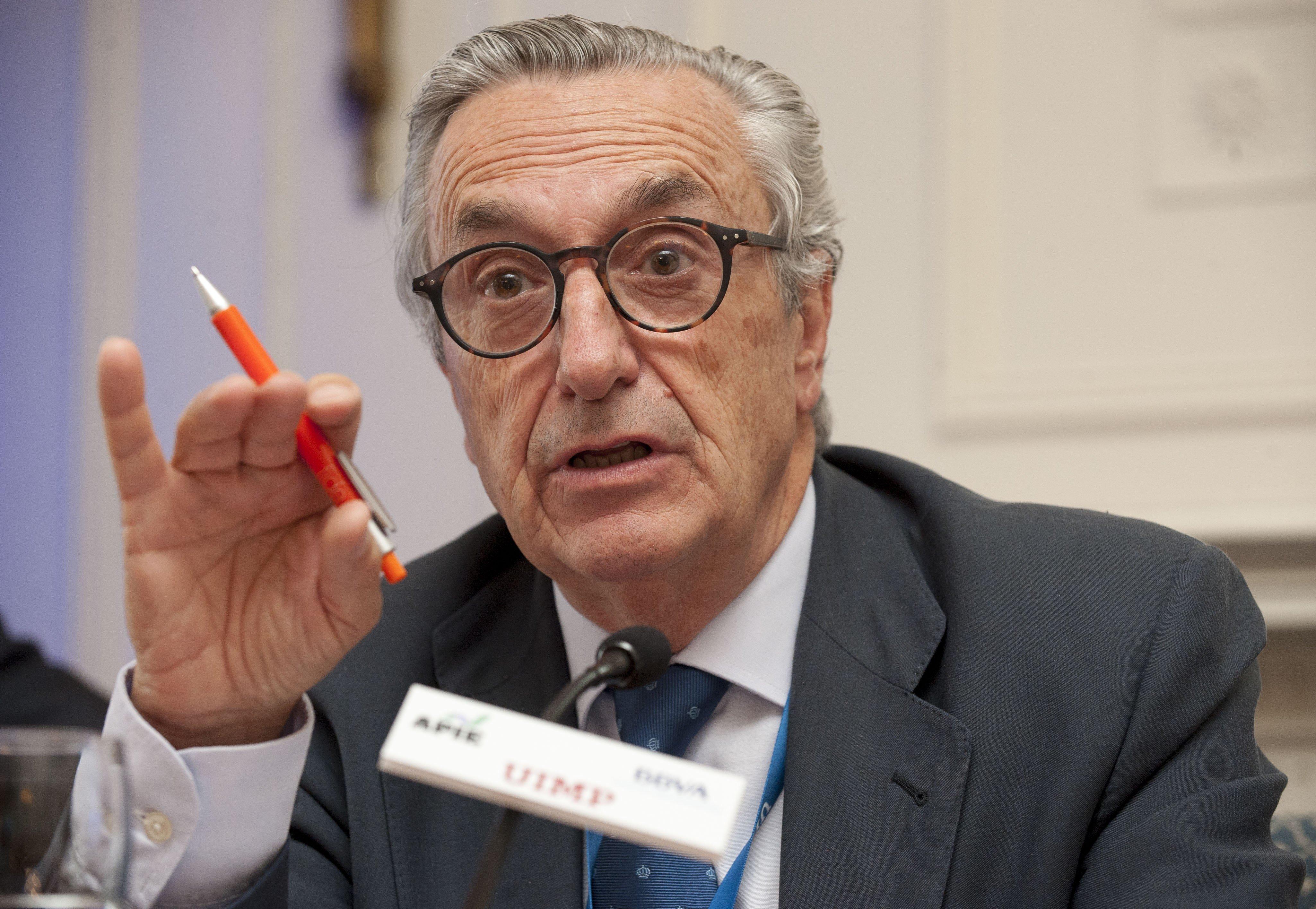 José María Marín Quemada, presidente de la CNMC en salida, ha acabado cediendo en las circulares de la luz y el gas