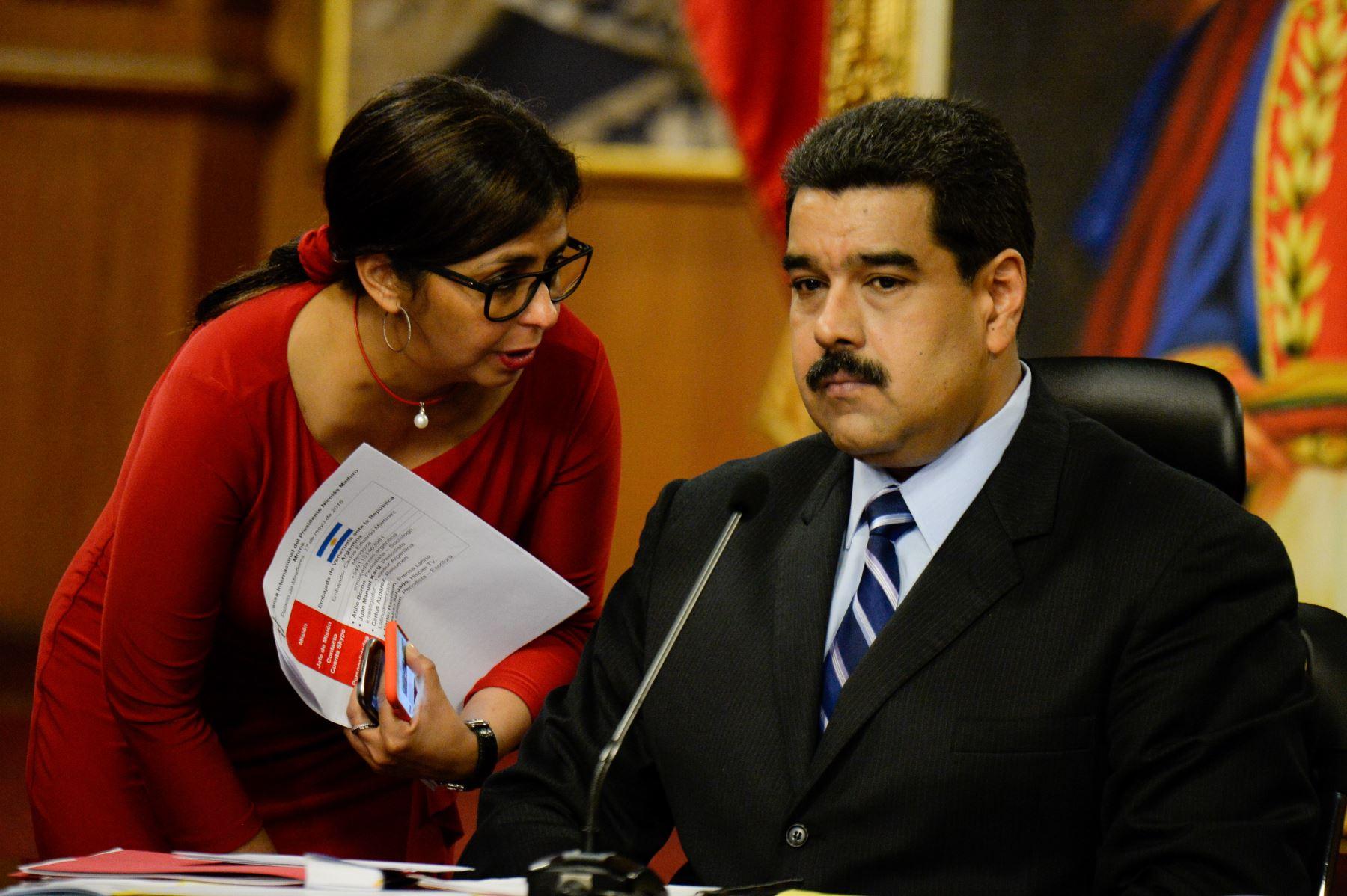 'Wanted': EEUU pone precio a la cabeza de Maduro y éste prepara la detención de Guaidó