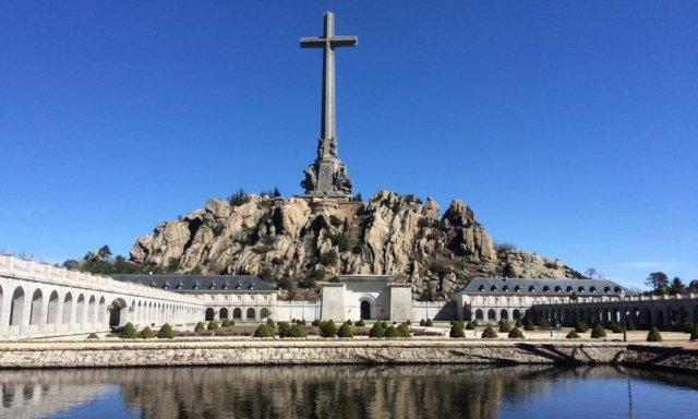 Valle de los Caídos: lo que el Gobierno pretendía no era desenterrar a Franco sino cerrar la basílica, echar a los monjes benedictinos y derribar la cruz