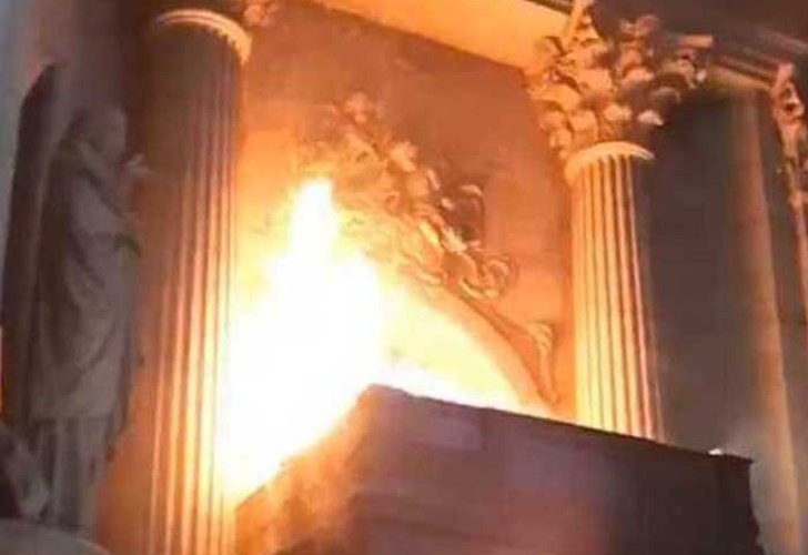 Iglesias profanadas en Francia