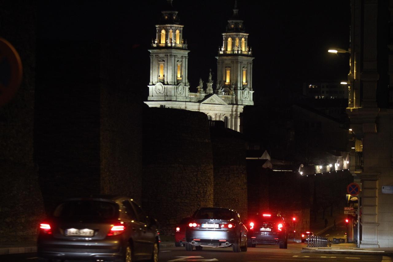 Muralla de Lugo apagada durante la Hora del Planeta