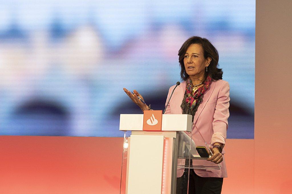Ana Botín pretende convertir el Santander en una financiera