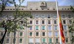 Bandera a media asta el pasado Jueves Santo en la sede del Ministerio de Defensa en Madrid