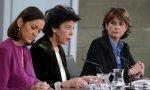 De izquierda a derecha: Reyes Maroto, Isabel Celaá y Dolores Delgado en el Consejo de Ministros del viernes 12 de abril