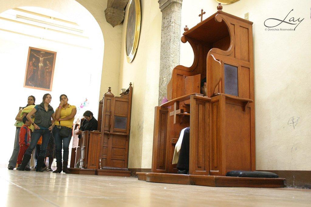 El ataque a los católicos se extiende: dos estados de Australia aprueban leyes para acabar con el secreto de confesión