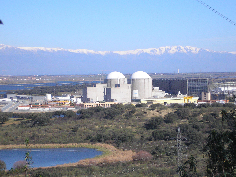 La central nuclear de Almaraz será la primera que cerrará en España: el reactor I en 2027 y el II en 2028. Ojo, al empleo