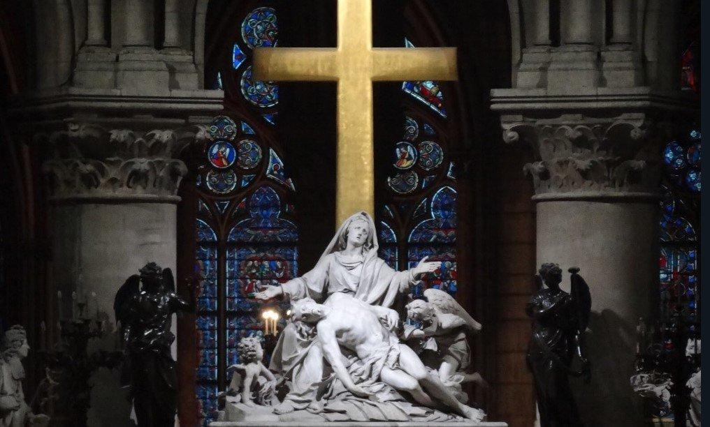 Escultura de la Piedad de la catedral parisina de Notre Dame