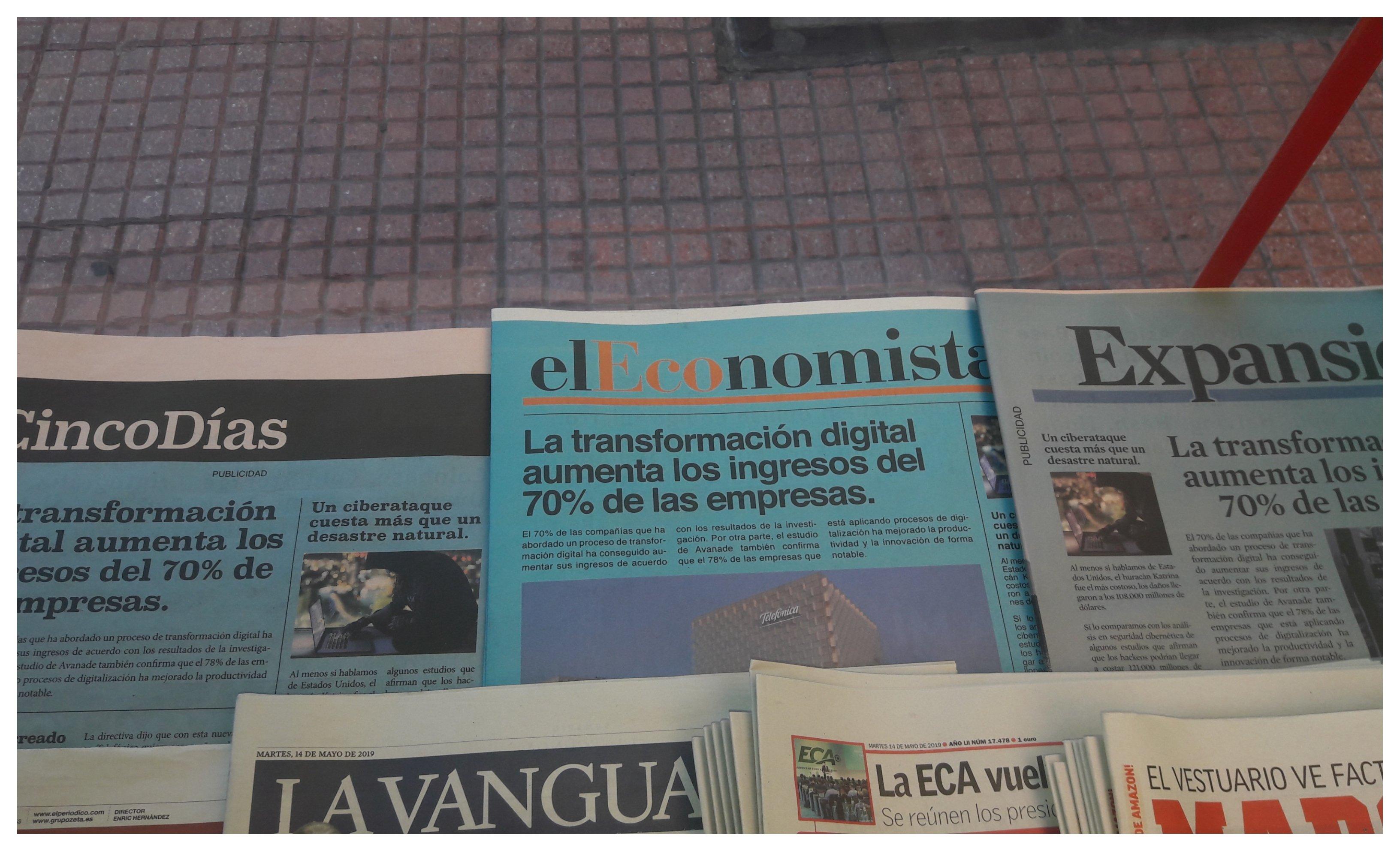 Los tres diarios económicos españoles ('Expansión', 'El Economista' y 'Cinco Días') han amanecido en los quioscos vestidos de azul