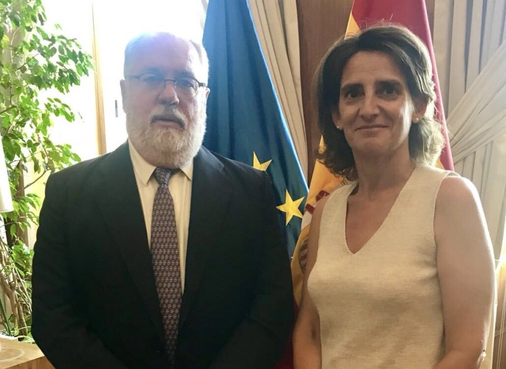 El comisario europeo de Energía y Acción Climática, Miguel Arias Cañete, y la ministra de Transición Ecológica, Teresa Ribera