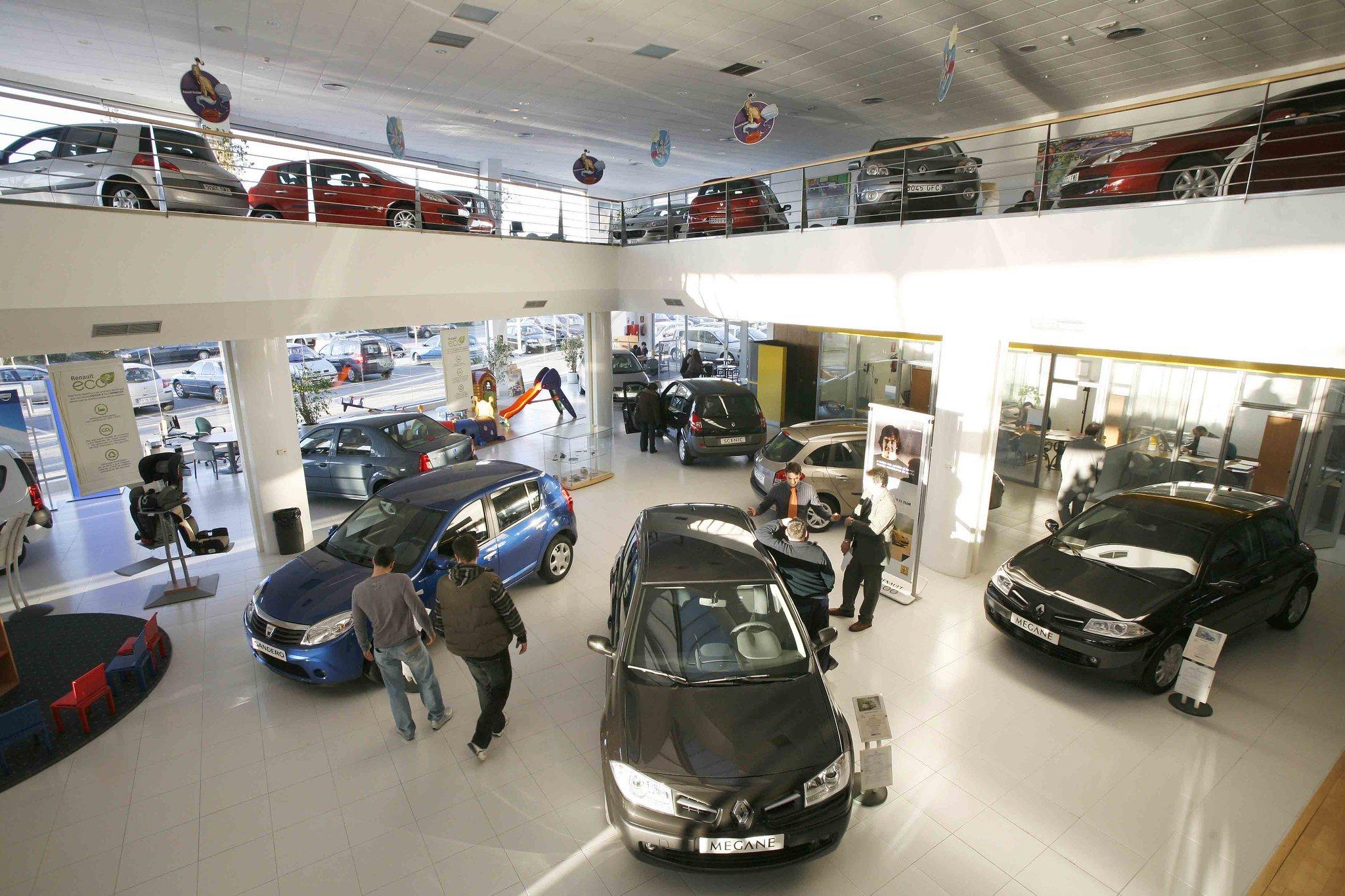 La venta de vehículos en el canal de particulares no levanta cabeza y acumula diez meses en negativo