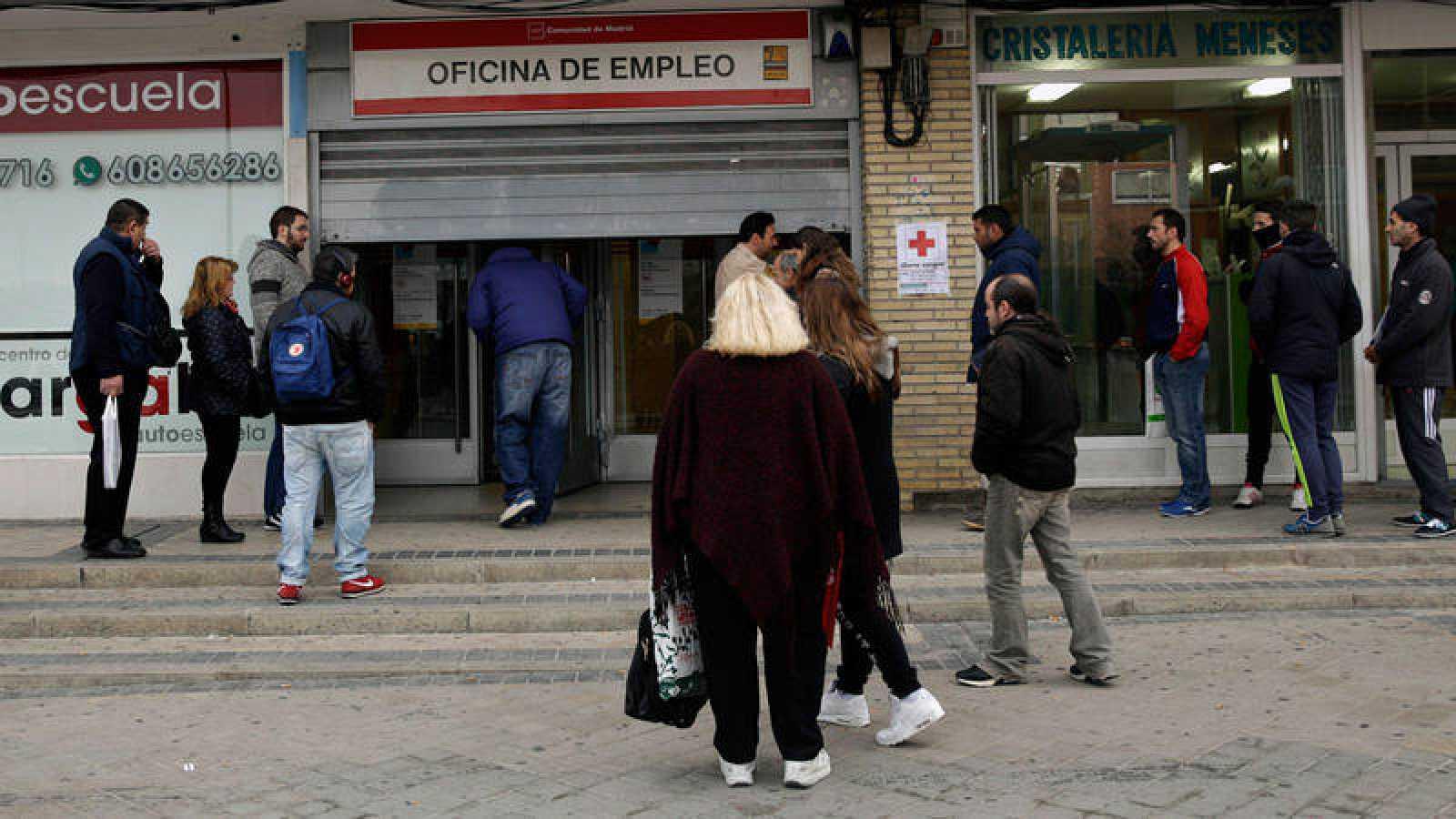 Malas cifras de paro. El número de desempleados subió en 90.248 personas en enero e inicia una línea peligrosamente ascendente