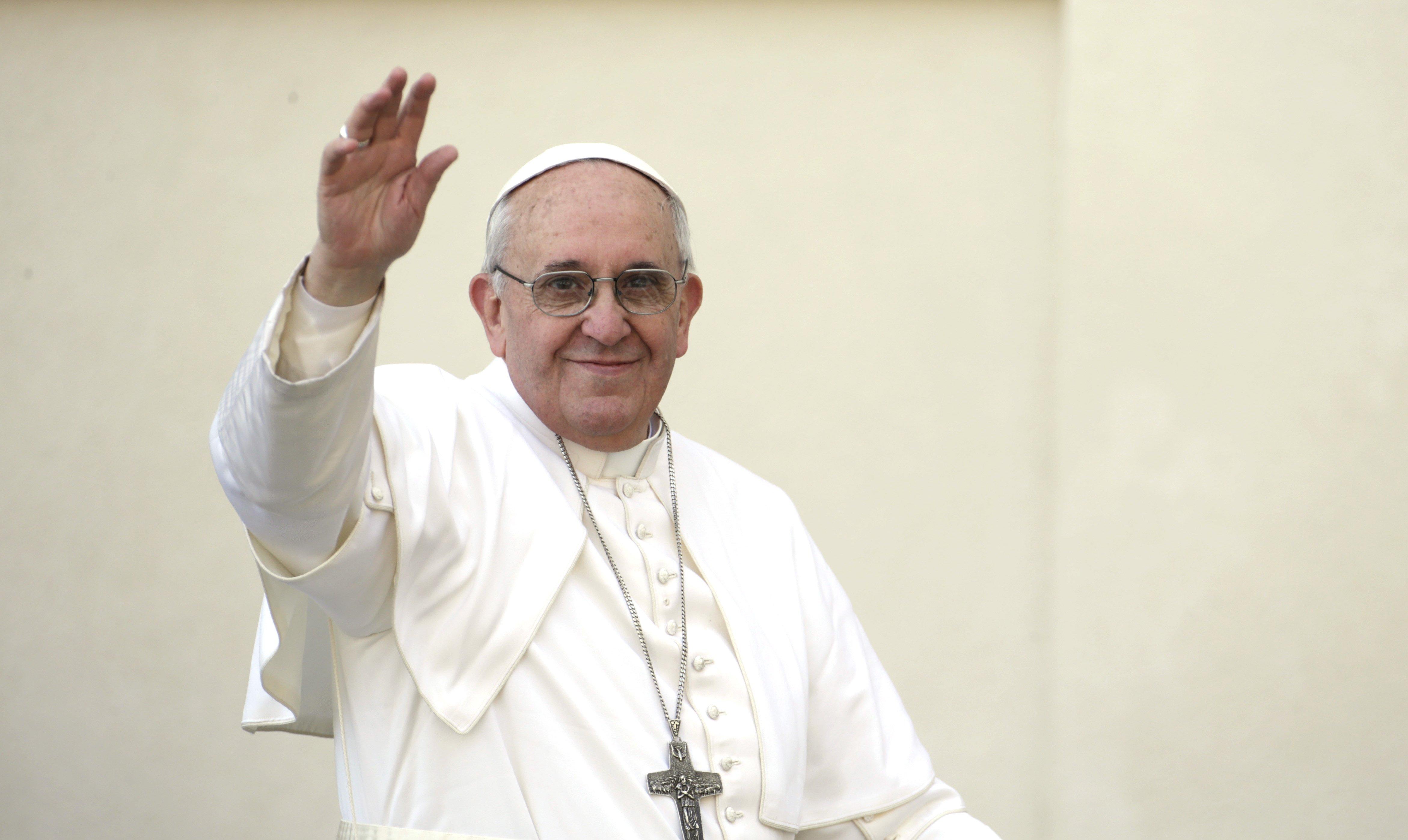 El Papa dice que la libertad de expresión tiene sus límites y que no se puede provocar ni ofender a la religión