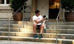 Pedro Sánchez en Moncloa, con su perra 'Turca'
